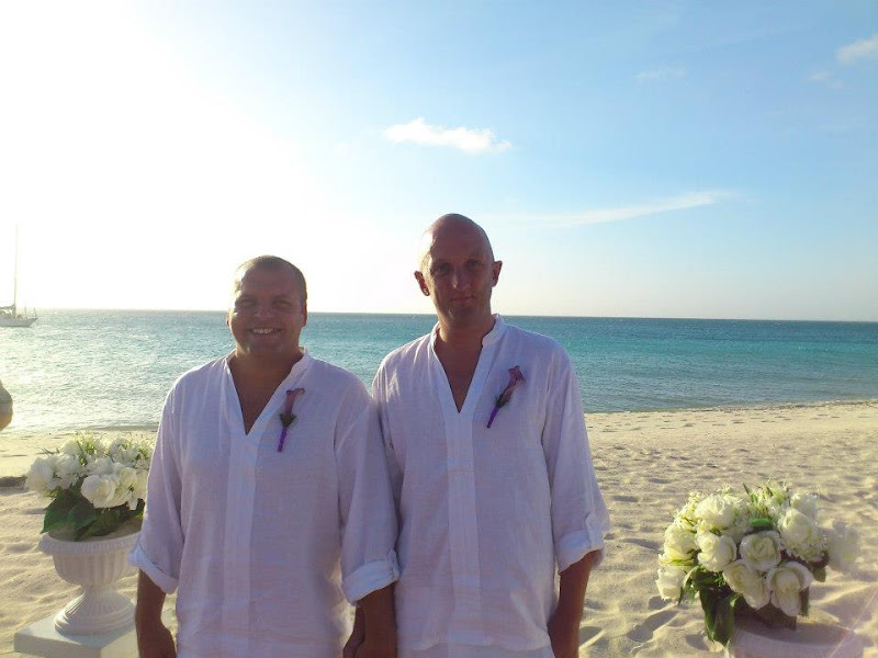 Gay Wedding Gallery - 377346_4076275058871_704387193_n.jpg
