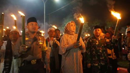 Bupati Karawang Pimpin Pawai Obor Tuk Sambut Bulan Ramadhan