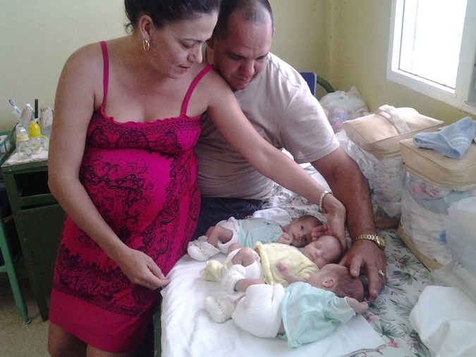 Brandy, Glenda and Randy, the first triplets that came to light in Matanzas in 2016, giving the desired happiness to their parents, Yanet and Juan, after a long process of in vitro fertilization, which is offered free to Cubans. Taken from