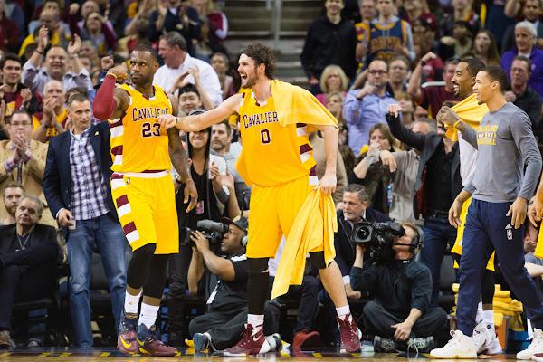LeBron James Debuts Faded LeBron 13 Cavs PE in Win vs Spurs
