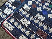 伝統の裾模様5段の刺しゅうの素晴らしさに目を見張ります。