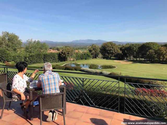 terraza-campos-golf-torremirona-relais.JPG