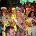Paloma Bernardi comemora sua permanência como rainha na Grande Rio