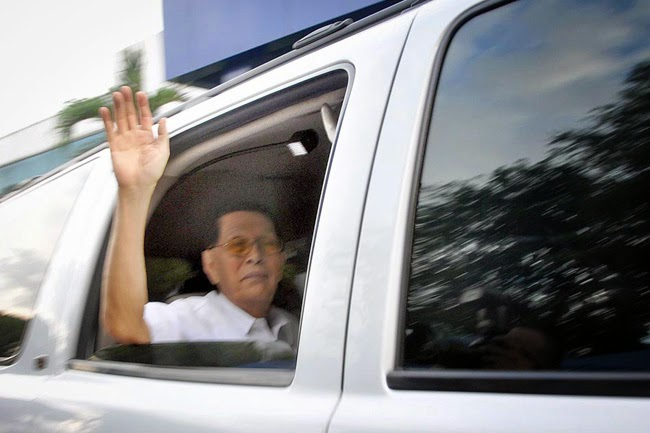 juan ponce enrile surrenders to the police