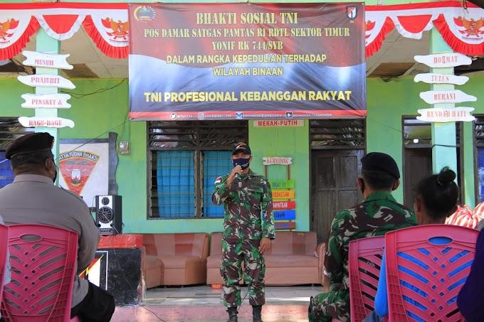TNI BAGIKAN SEMBAKO KEPADA MASYARAKAT PERBATASAN DI TENGAH PANDEMI COVID-19