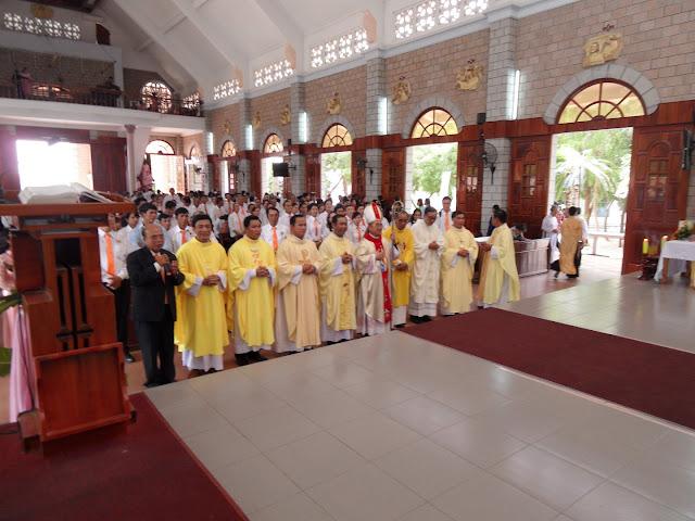 Hình ảnh Đức Giám Mục Giáo Phận dâng thánh lễ cầu nguyện cho nhóm Tông đồ KHÔI BÌNH tại giáo xứ Bình Chính vào ngày 17.10.2015