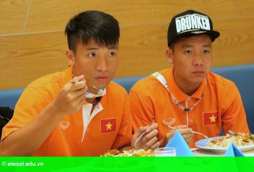 Hình 2: HLV Miura xếp cầu thủ HAGL chung phòng SLNA ở SEA Games