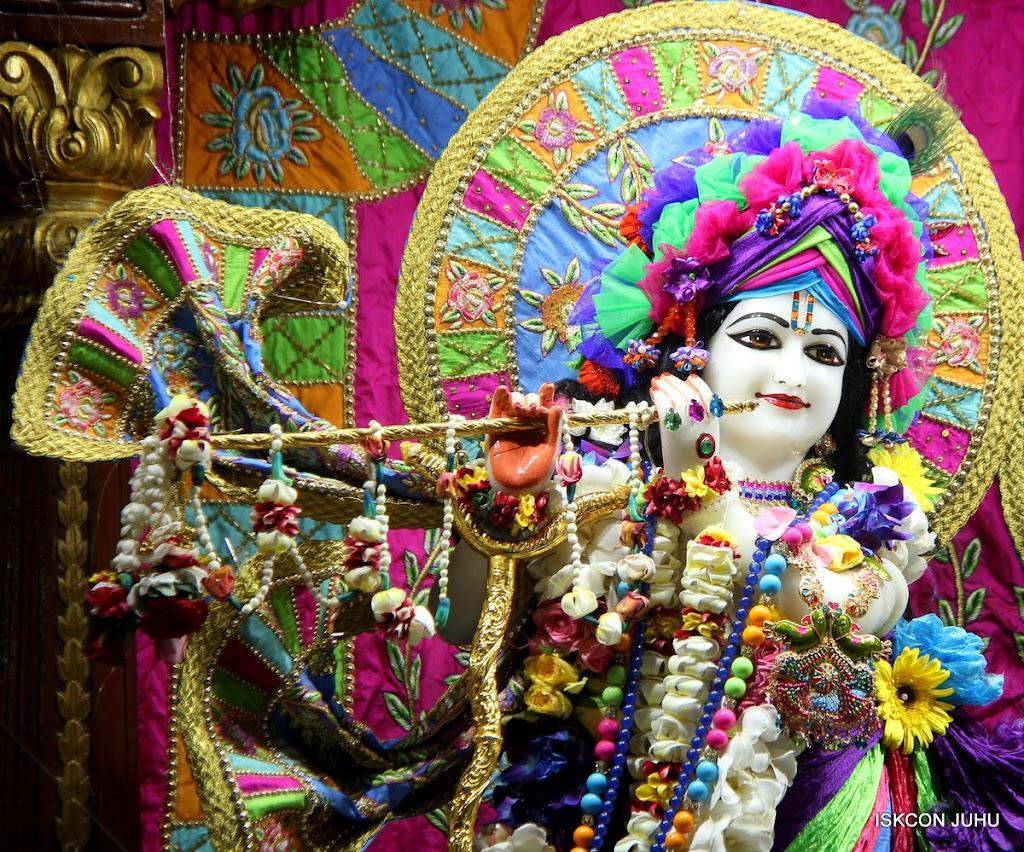 ISKCON Juhu Sringar Deity Darshan on 29th April 2016 (60)