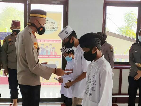 Dzikir dan Doa Bersama Polres Soppeng di Warnai Tali Asih Dengan Anak Yatim, Kapolres : Ini Pembinaan Iman dan Takwa Personil