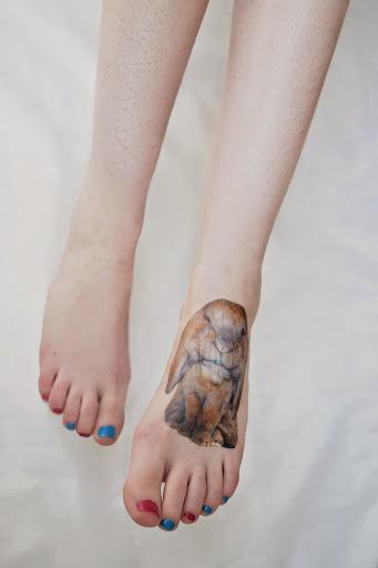 Futur projet de tatouage au pied lapin bélier