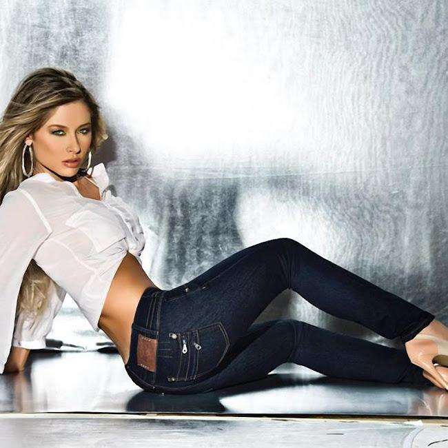 Erika Botero Sexy Komodo Jeans Foto 20