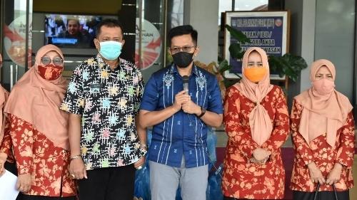 DWP Payakumbuh Berikan Bantuan Sembako untuk THL