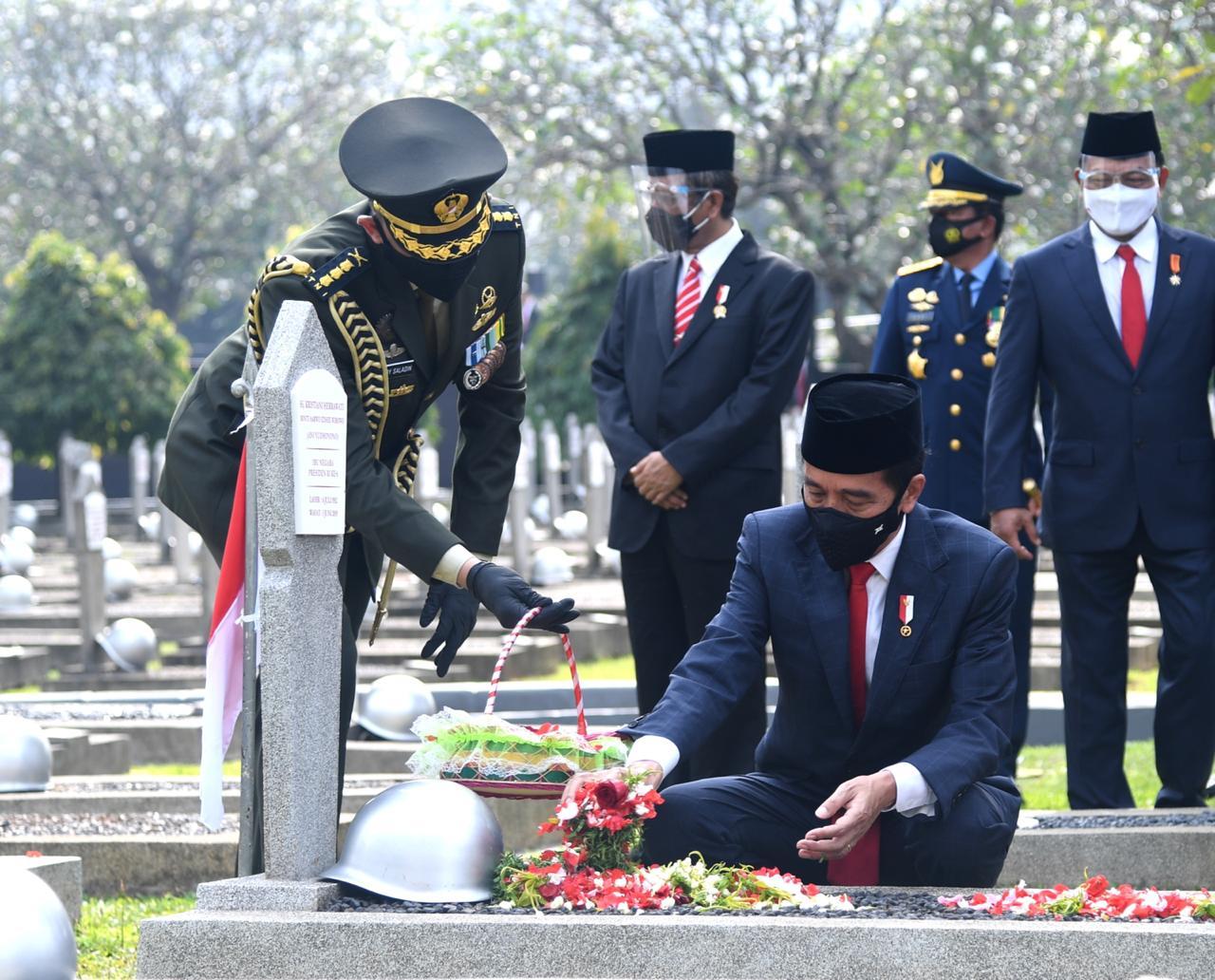 Presiden Jokowi Pimpin Upacara Ziarah Nasional Hari Pahlawan Tahun 2020 di TMP Kalibata