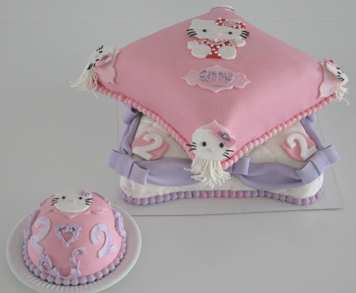 953- Hello Kitty stapel kussens.JPG