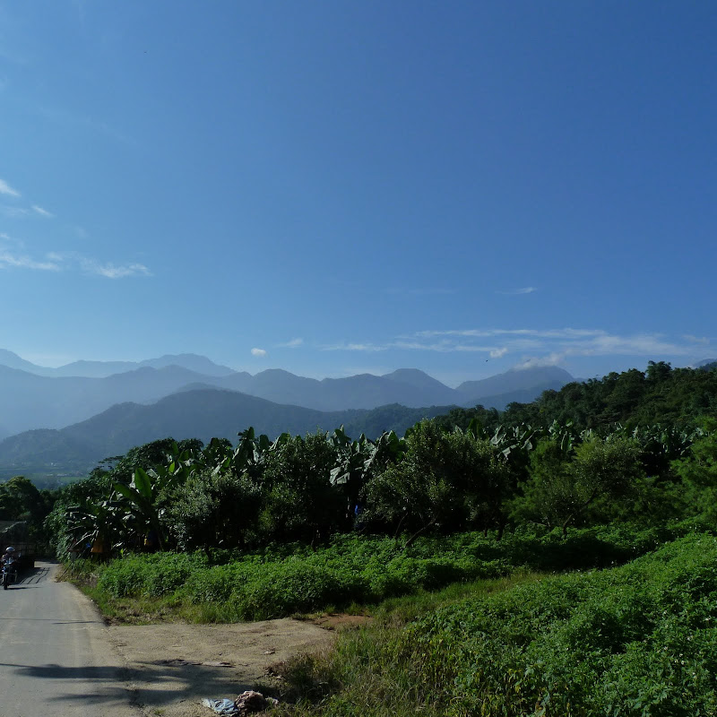 Puli  en passant , entre autres, par les villages de l ethnie Bunum de Loloko et Dili. J 10 - P1160739.JPG