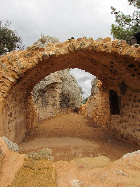 ruines de l'oratoire, près du refuge Cézanne