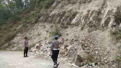 Tebing Batu Cadas Desa Plumbon Runtuh, Polsek Karangsambung: Harus Segera Dinormalisasi!