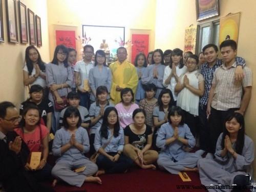 Cuối buổi pháp thoại là bức ảnh kỷ niệm của ĐĐ Thích Nhật Đạo cùng các Phật tử