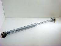 裝潢五金 品名: 輕型油氣壓撐桿 長度:32CM 門板高度不能低於5cm 載重:4kg(單支) 型式:平面上掀 功能:用於化妝鏡台或地板用撐桿 玖品五金