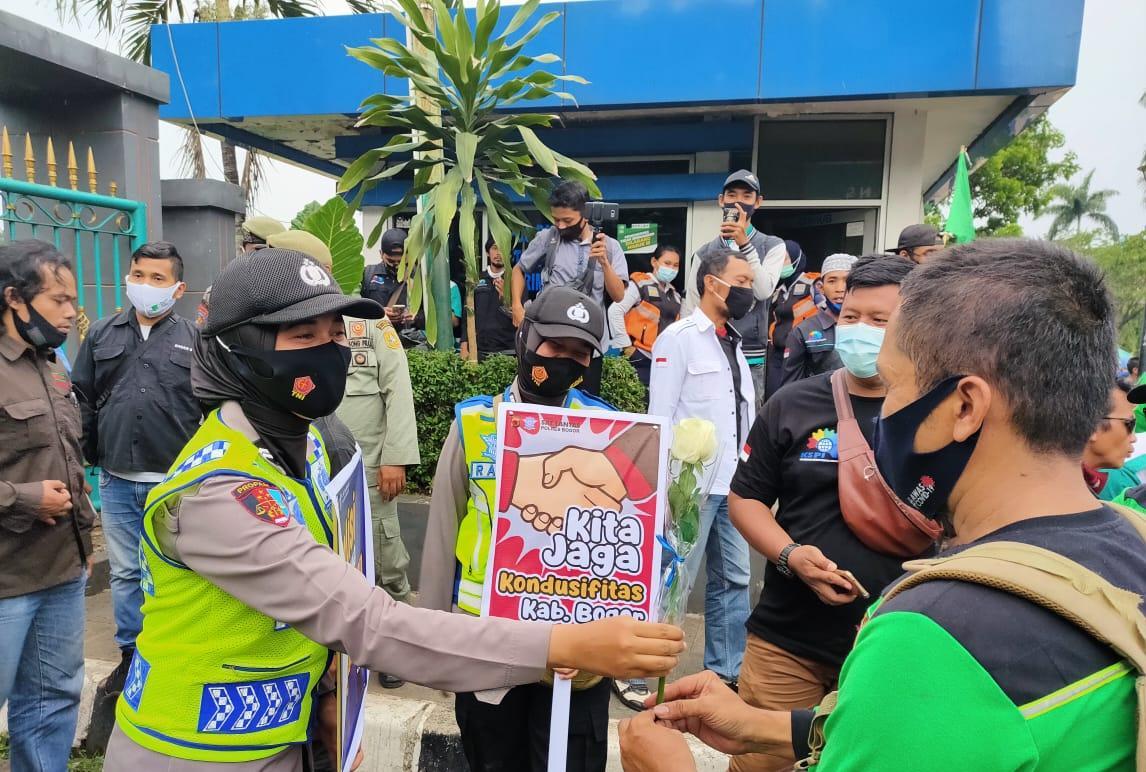 1.017 Personel Polres Bogor Polda Jabar Diterjunkan Dalam Aksi Pengamanan Demo Lanjutan