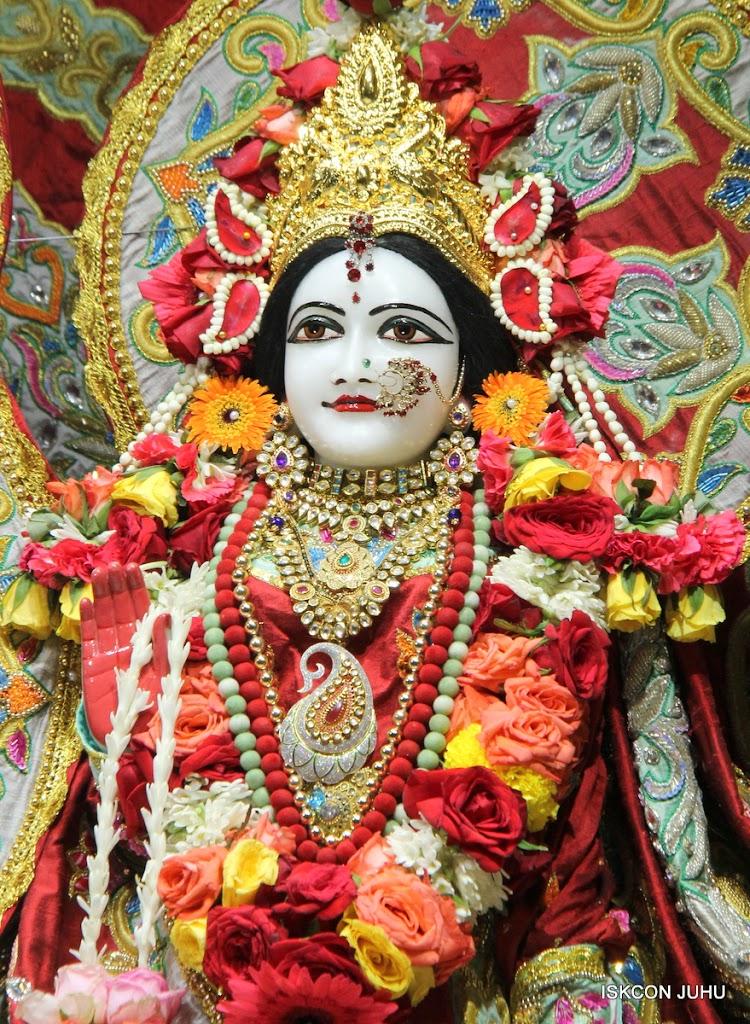 ISKCON Juhu Sringar Deity Darshan on 23rd Aug 2016 (44)