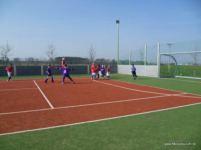 Veľkonočný medzinárodný ZLATÝ futbalový turnaj ČSFA (17.4.2011) - P1020044.JPG