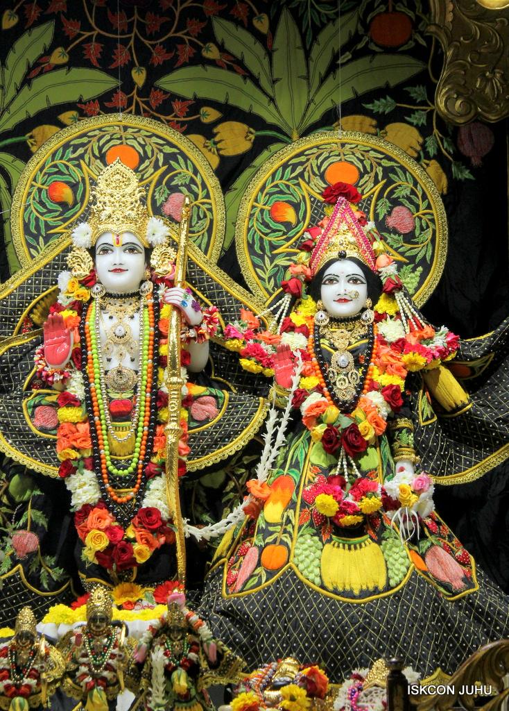 ISKCON Juhu Sringar Deity Darshan on 19th Nov 2016 (30)