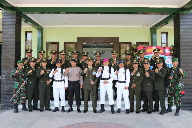 DANDIM 0816/SIDOARJO SEBAGAI INSPEKTUR UPACARA HUT TNI KE - 73