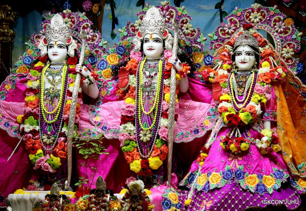 ISKCON Juhu Sringar Deity Darshan on 29th Sep 2016 (38)