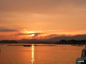 2009/7/21 梅雨がなかなかあけない中の力強い夕日でした。