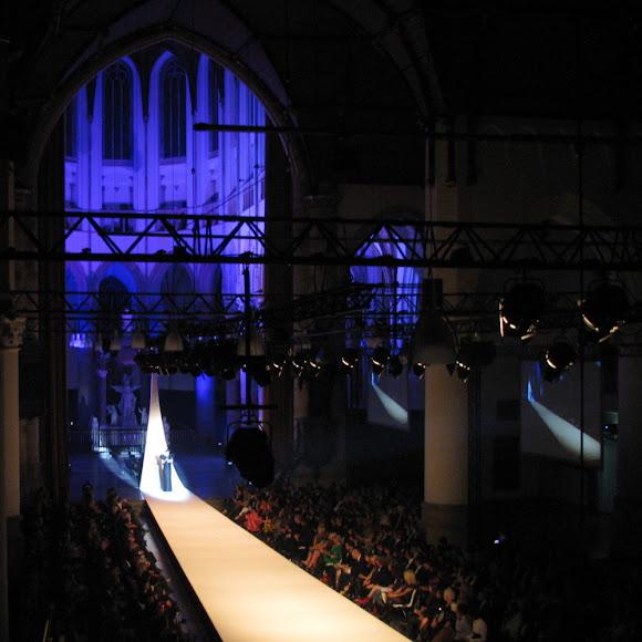 Awarduitreiking voor de beste kledingdesigner in de Grote Kerk te Den Haag.