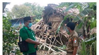 Patut Ditiru !!! GP Ansor Tempuran Bantu Korban Rumah Ambruk Gegara Angin Ribut