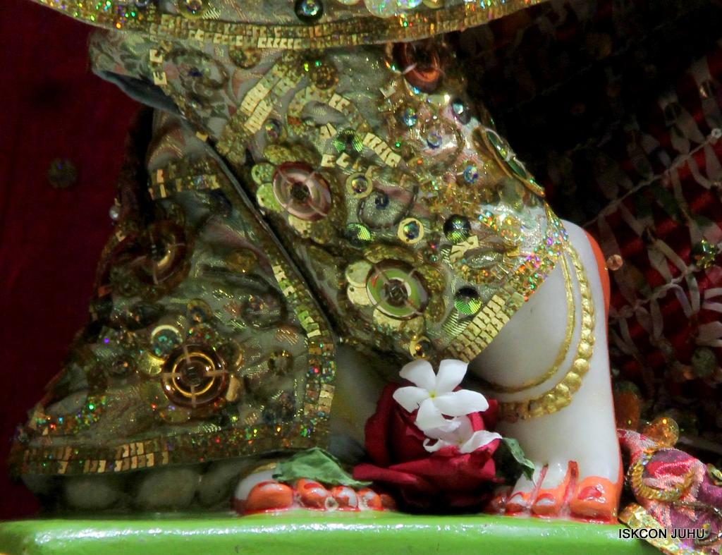 ISKCON Juhu Mangal Deity Darshan on 25th Oct 2016 (25)