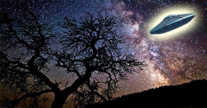 Um monte de OVNIs realizando manobras malucas sobre o céu noturno australiano