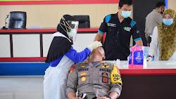 Personel Polres Sekadau Jalani Tes Swab Antigen