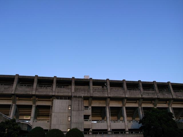 草薙陸上競技場外観