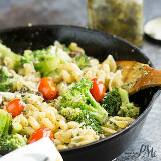 20 Minute Stovetop Sun Dried Tomato Broccoli Pesto Pasta
