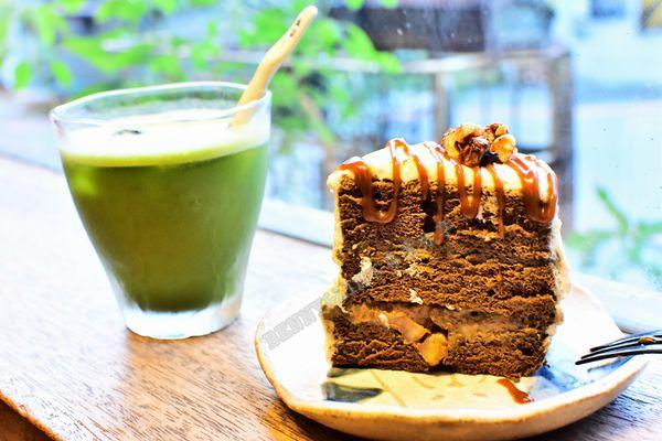 巷弄中日式老屋抹茶甜點專賣,內有療癒店貓值得拜訪啊!!! -- Caffe Fiore珈琲花