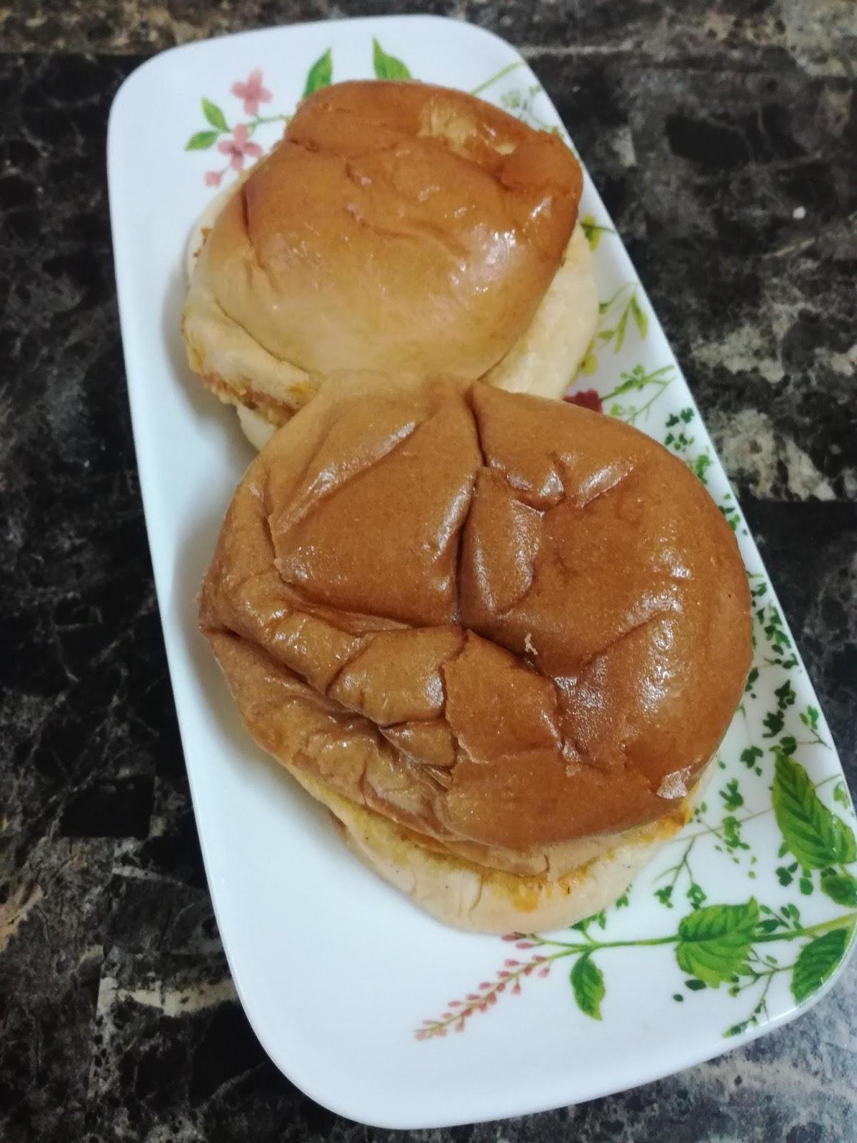 Setelah Bahan Agak Masak Letn Roti John Tadi Di Atas Tersebut 6 Sapukan Mayonis Dan Sos Cili Sedia Untuk Dihidang