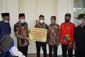 Bupati Sidrap Serahkan Bonus Pebiliar Peraih Emas PON Papua