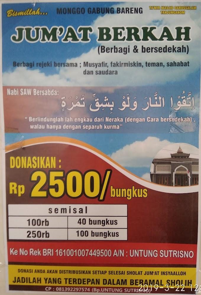 Jumat berkah (berbagi dan bersedekah) di Masjid Darussalam Tanjung Kalinegoro Kabupaten Magelang