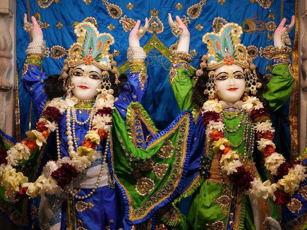 ISKCON New Govardhana Deity Darshan 09 Dec 2015 (4)