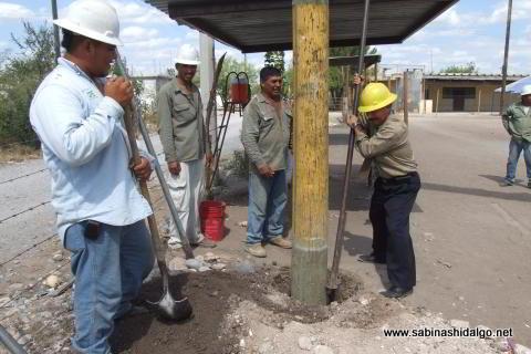 Instalación de postes para alumbrado