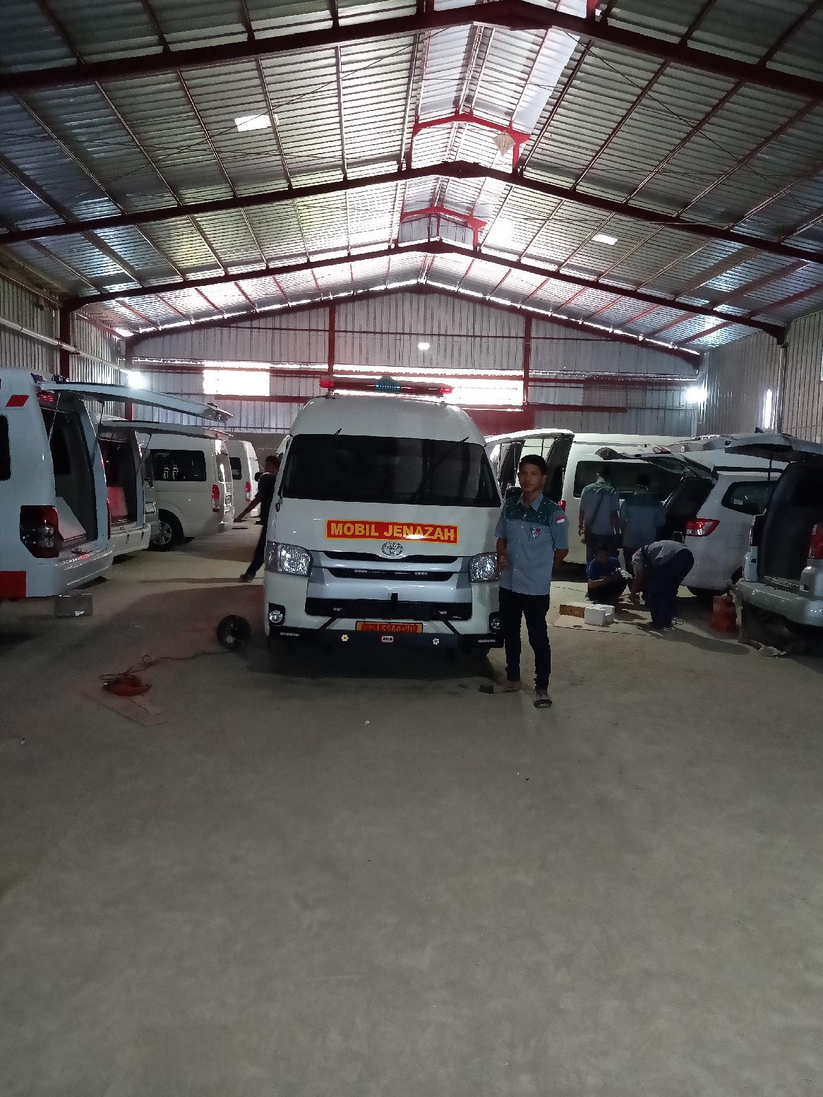 Modifikasi Ambulans Isuzu ELF Murah