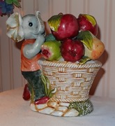 664 02-figurine avec fruits 16 cm