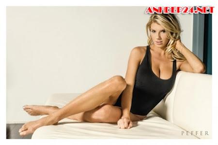 Charlotte Kckinney gái đẹp ngực khủng