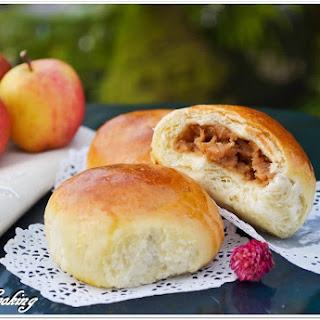 "Apple Filled Buns ""Bulochki"" {Russian Yeast Rolls}"