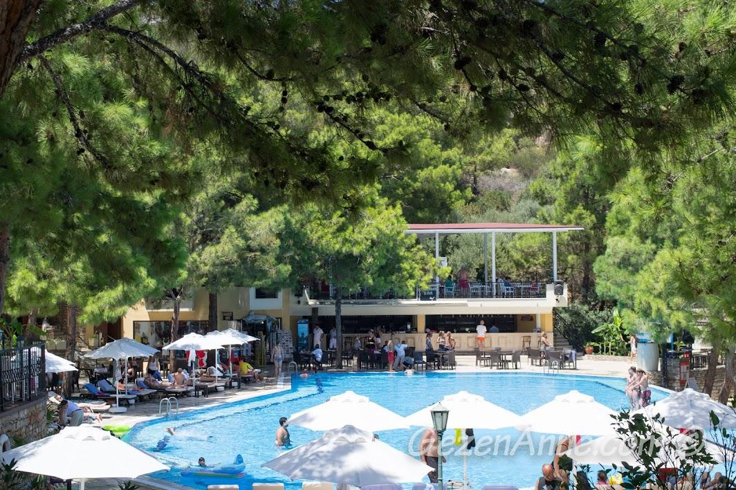 Bodrum Park Resort'te aktivite havuzu ve ortamı