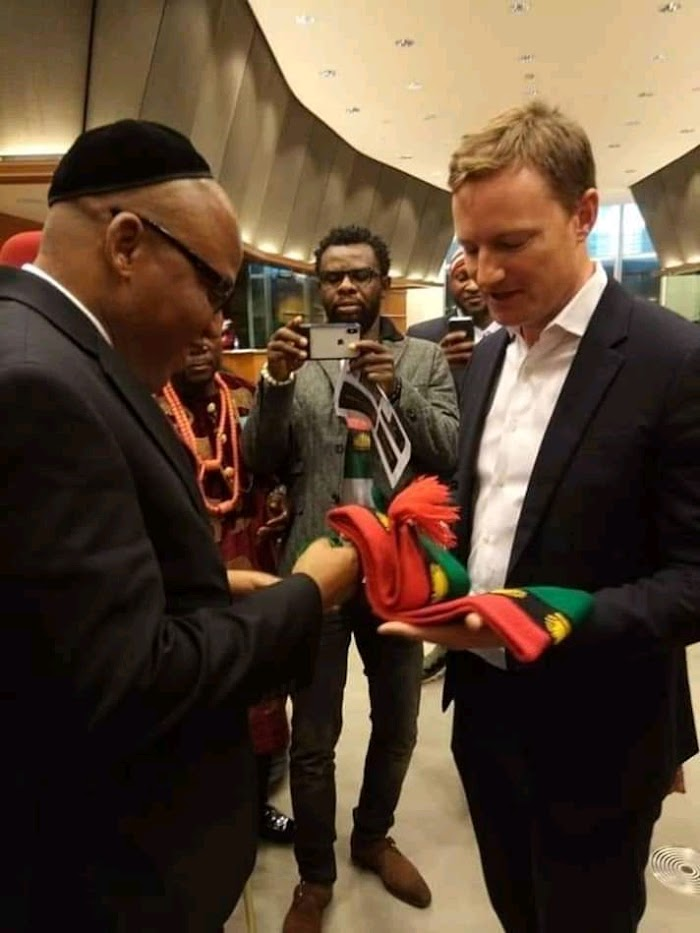 PHOTO: Nnamdi Kanu presents Biafra flag to EU parliament, set to storm United Nations