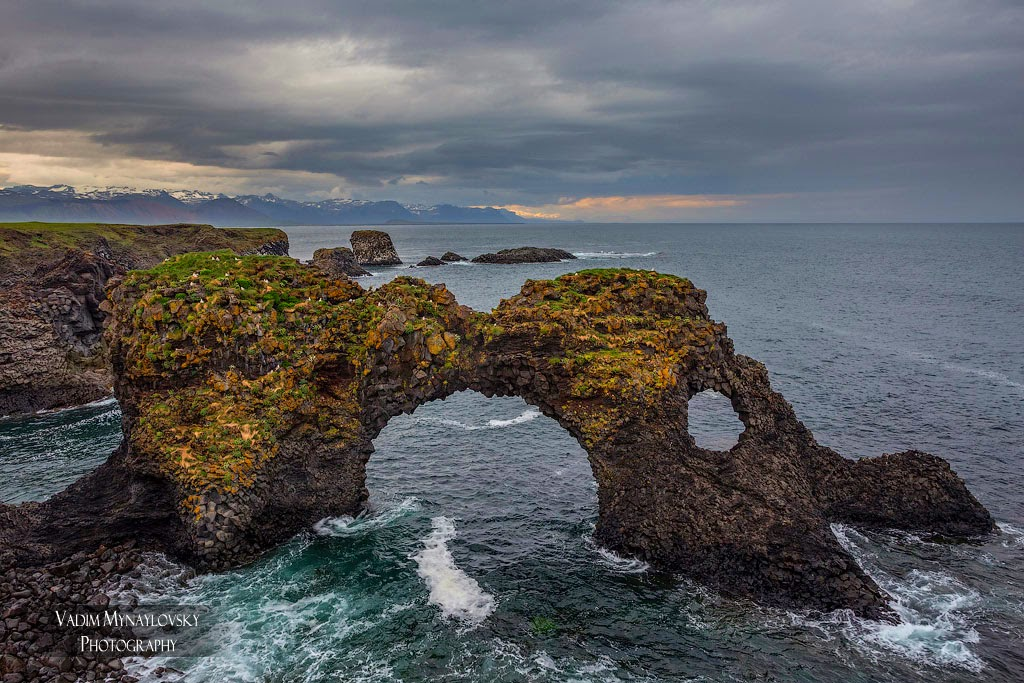 Kаменная арка Гатклеттур (Gatklettur) в Арнастапи (Arnarstapi), Исландия
